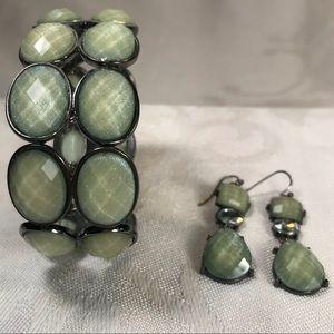 Fashion stretch bracelet and earrings
